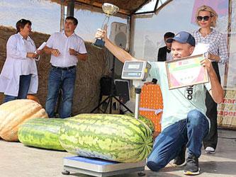 Победитель агробатла в номинации «самый большой арбуз»