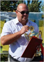 Очередная победа на краевой выставке племенных животных – председатель СПК «Дружба» Евгений Кущ с кубком, дипломом и лентой победителя